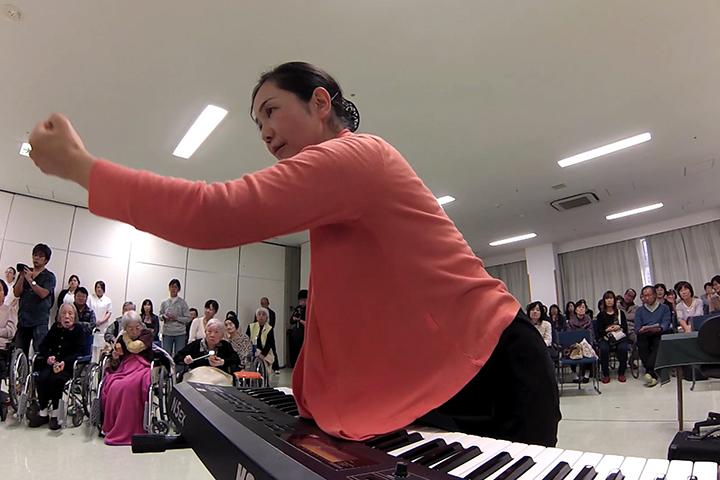 奏で合う心・音・人々 ~折山もと子 音楽セッション・八王子上川病院にて~[後編]